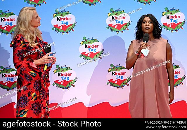 """20 September 2020, Berlin: Barbara Schöneberger (l) and Motsi Mabuse are on stage at the """"""""kinder Tag 2019"""""""" in Radialsystem V"""