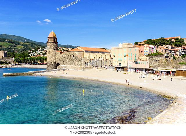Picturesque St Vincent Beach overlooked by the Notre Dame des Anges, Collioure, Côte Vermeille, Céret, Pyrénées-Orientales, Occitanie, France