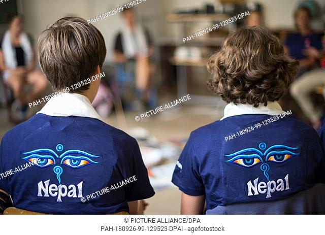 15 August 2018, Saxony, Görlitz: Two pupils of the Annen-Augustum-Gymnasium are sitting in a classroom at a meeting to prepare their trip to Nepal