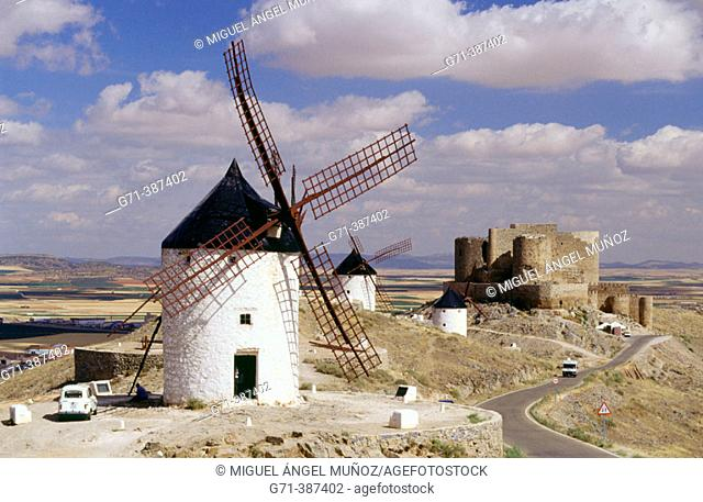 Windmills and castle of Los Caballeros de la Orden de San Juan de Jerusalen (s. XII). Monte Calderico, Consuegra. Toledo, La Mancha. Spain