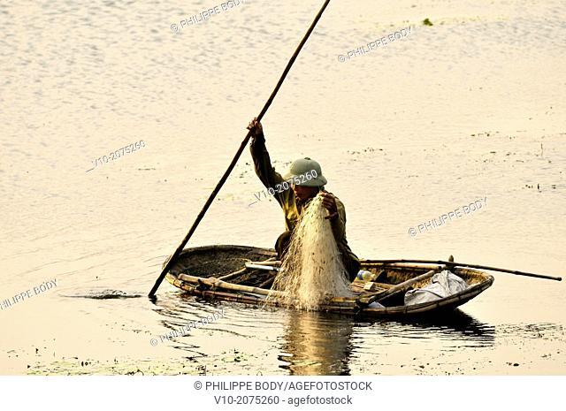 Vietnam, Ha Long bay on land, Van Long, fisherman