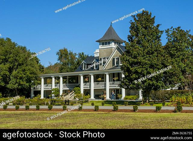 The Plantation House at the Magnolia Plantation and Gardens near Charleston in South Carolina, USA