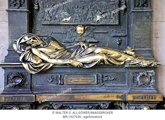 Monument to Everard t?Serclaes, said to bring good luck, close to Grote Markt, Grand Place, Brussels, Belgium, Europe