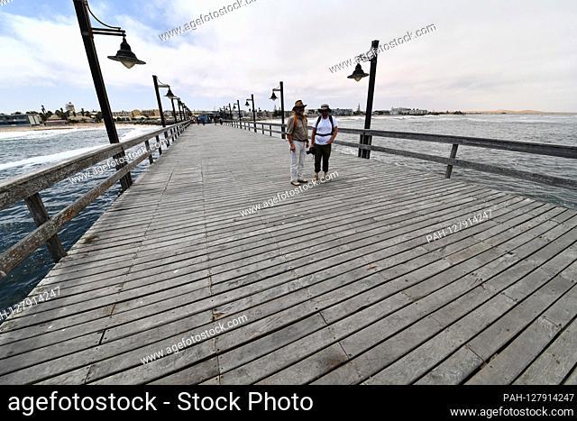 Tourists on the wood-clad Swakopmund pier, taken on 02.03.2019. Photo: Matthias Toedt / dpa-Zentralbild / ZB / Picture Alliance | usage worldwide