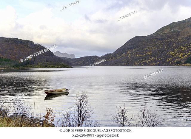 Ryggedalsvassdraget lake, Langøya island, Archipelago of Vesterålen, county of Nordland, Norway, Europe