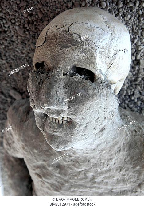 A victim of the ashfall, Garden of the Fugitives, Pompeii, Campania, Italy, Europe