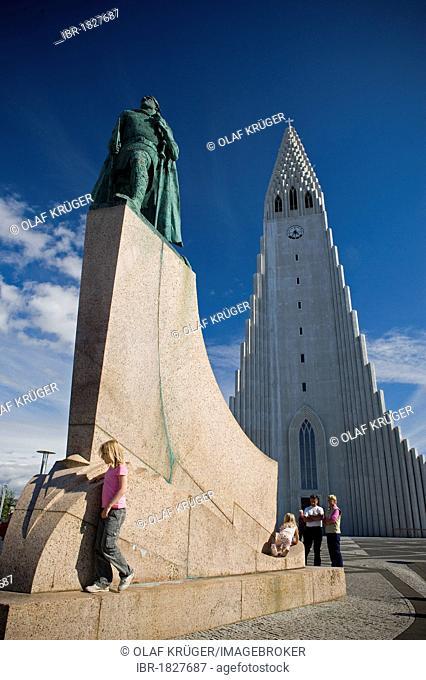 Monument to Leif Eriksson, Leifur Eiríksson, discoverer of America, in front of the Hallgrimskirkja Church, Reykjavik, Iceland, Europe