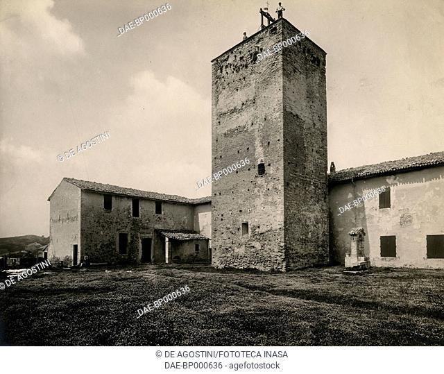 View of the tower of Sorrivoli castle, Roncofreddo, Emilia-Romagna, Italy, photograph from Istituto Italiano d'Arti Grafiche, Bergamo, ca 1905
