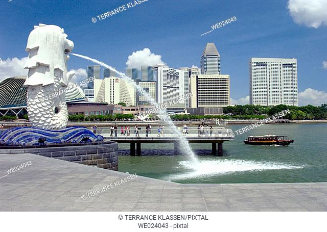 Singapore skyline with the Merlion fountain