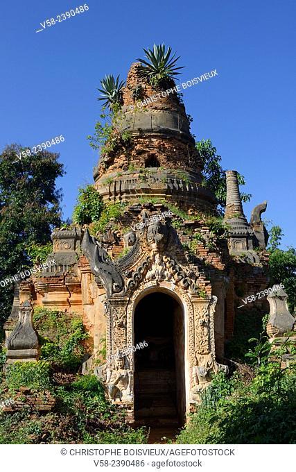 Myanmar, Shan State, Inle Lake, Indein (Inthein) village, Ruined stupa