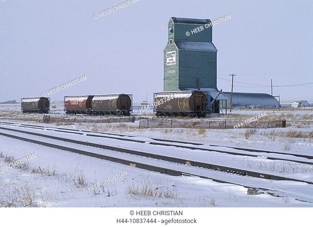 Canada, North America, America, Grain Elevator, near Pincher Creek, Alberta, silo, storage, agriculture, railroad, rai