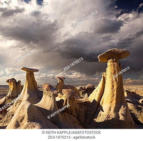 Storm brewing over the Hoodoos at The Ah-shi-sle-pah Badlands, New Mexico, USA