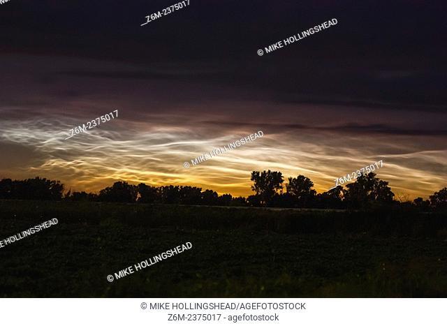Rare mid-latitude noctilucent clouds over western Iowa