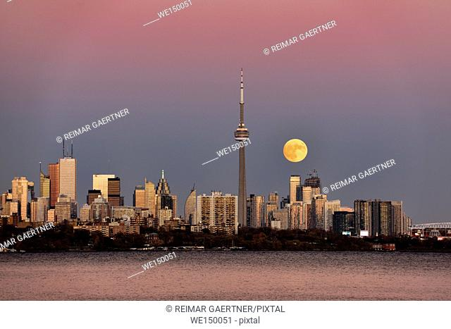 Red supermoon rising over Toronto skyline with pink and blue sky November 13 2016