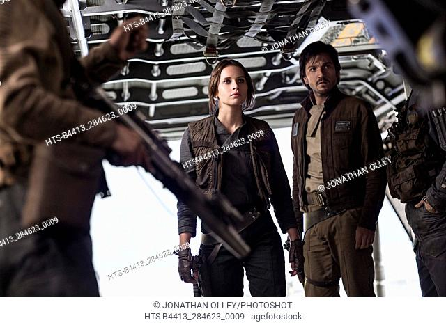 Rogue One: A Star Wars Story. L to R: Jyn Erso (Felicity Jones) and Cassian Andor (Diego Luna)