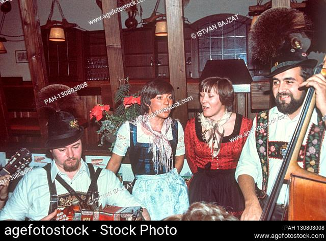 """Skiers and sisters Rosi (l) and Evi Mittermaier present their album """"""""Bei uns auf der Winklmoosalm"""""""" with songs from Upper Bavaria on 2 December 1976 in Munich"""