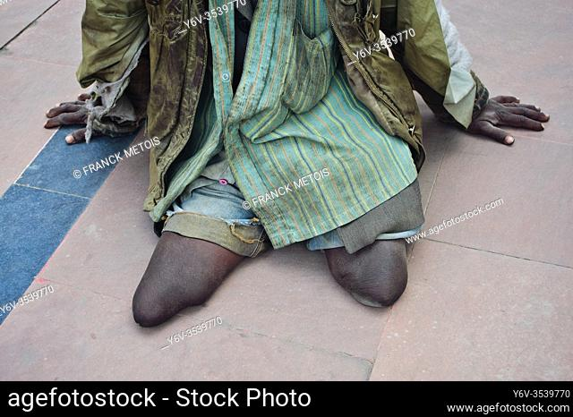 A double leg amputee is begging ( Bihar, India)