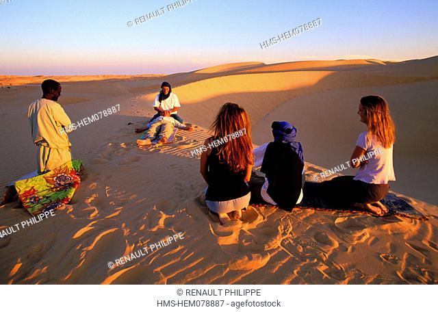 Mauritania, Adrar region, hike in the desert, practice of Shiatsu at nightfall