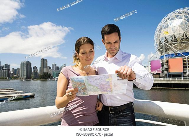 Sightseeing couple in vancouver