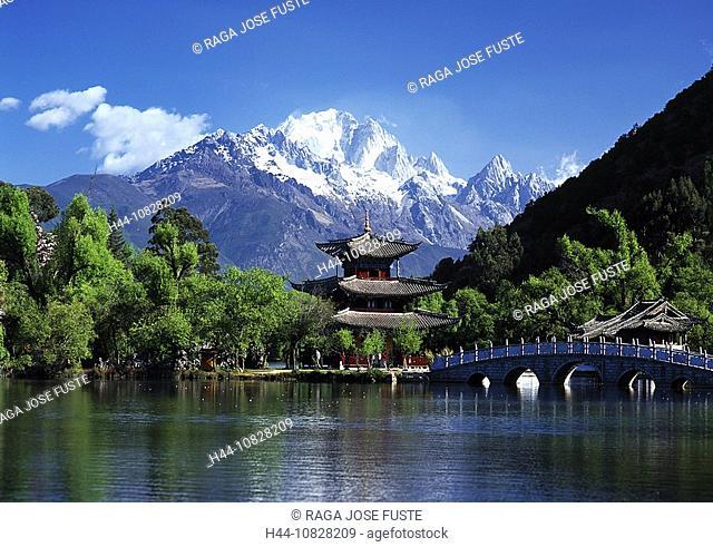 China, Asia, Yunnan province, Lijiang, black dragon pond park, lake, park, pavilion, mountains, bridge, tradition, arc