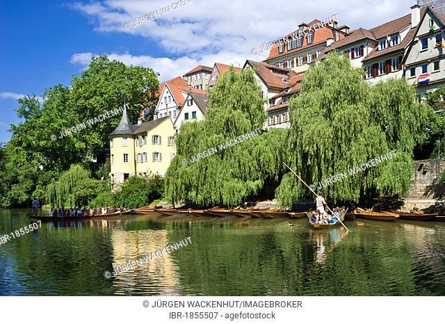 Hoelderlinturm tower and punts on the Neckar river, old town, Tuebingen, Swabian Alb, Baden-Wuerttemberg, Germany, Europe