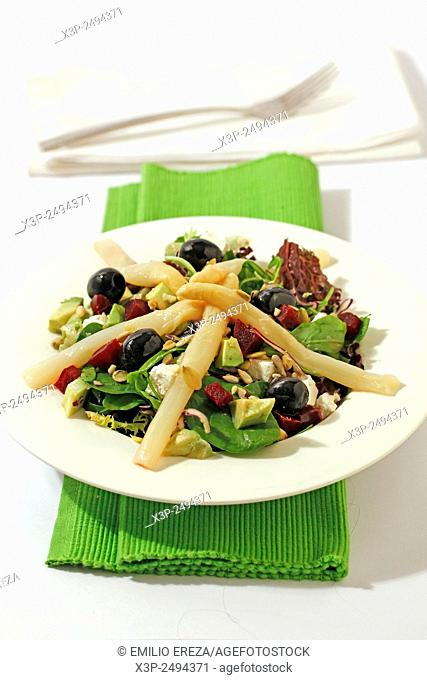 Mixed salad with asparagus