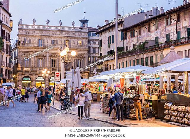 Italy, Veneto, Verona, listed as World Heritage by UNESCO, Piazza Erbe, the market with a view of the Palazzo Maffei