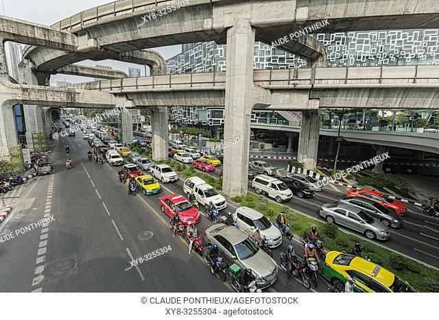 Phaya Thai road traffic near Siam Discorery Center, Bangkok; Thailand