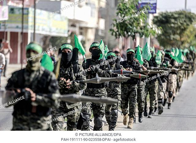 11 November 2019, Palestinian Territories, Khan Yunis: Members of Izz ad-Din al-Qassam Brigades, the military wing of the Palestinian Hamas organization