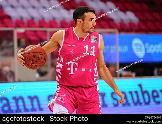 Bonn, Germany, 09. 01. 2021, Telekom Dome, Basketball Bundesliga, Telekom Baskets Bonn vs s. Oliver Wuerzburg: Anthony DiLeo (Bonn) controls the ball