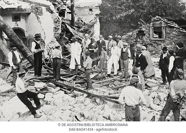 First aid to Rensa in the presence of Honourable Ventavoli, Deputy of Massa, earthquake in Versilia and Garfagnana, September 6-7, 1920, Italy, photo by A Bruni