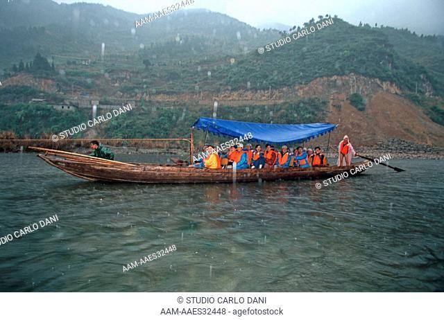 Shennong Xi Stream, Boat Tracker, Pea Pod Boats, Navigation On The River Yang-Tze-Kiang From Chongqing To Yichang, China