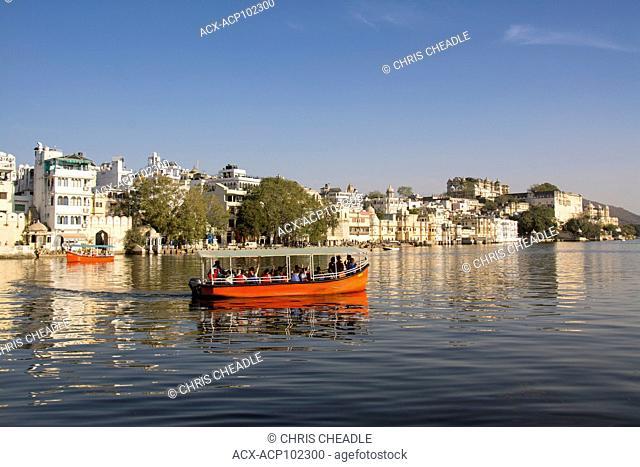 Tour boat on Lake Pichola, Udaipur, Rajastan, India