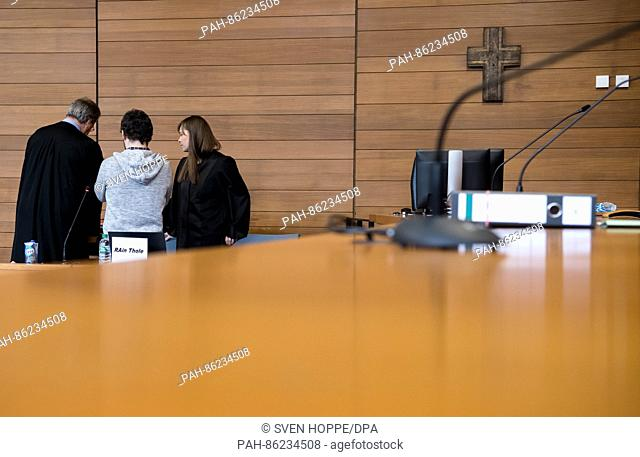 FILE - Traffic controller Michael P. (c) talks to his lawyers Thilo Pfordte (l) and Ulrike Thole (r) in the plenary hall of the regional court in Traunstein
