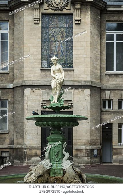 Fountain, City Hall (Hôtel de Ville), Vernon, town on the banks of the Seine River, Eure Department, Normandy, France, Europe