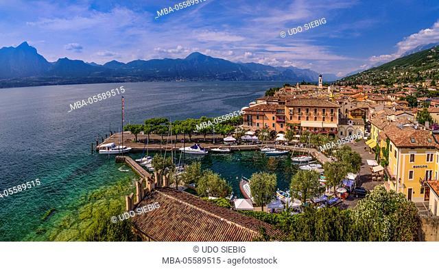 Italy, Veneto, Lake Garda, Torri del Benaco, townscape, harbour, view from Scaliger castle