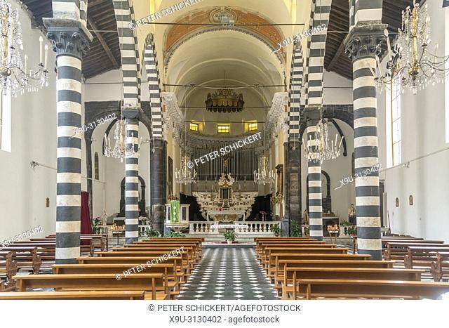 Innenraum der Kirche San Giovanni Battista, Monterosso al Mare, Cinque Terre, Riviera di Levante, Ligurien, Italien   San Giovanni Battista church interior