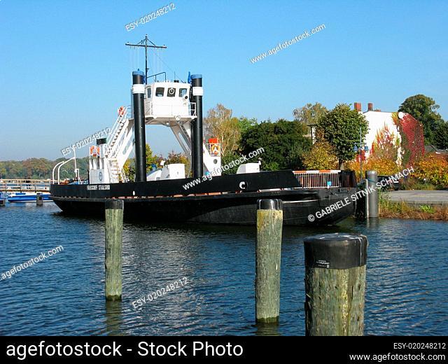 Wolgast, Fährschiff im Alten Hafen