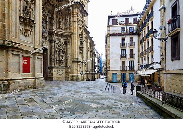 Couple of tourists with a guide, Basílica de Nuestra Señora del Coro, Parte Vieja, Donostia, San Sebastian, Gipuzkoa, Basque Country, Spain, Europe