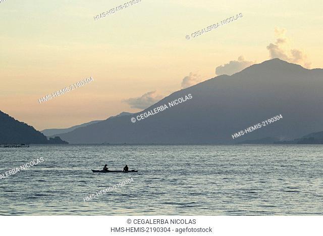 Indonesia, Lesser Sunda Islands, Alor Island, Kalabahi, fishermen sailling at the sunset