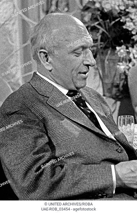 Der deutsche Kabarettist, Schauspieler und Schriftsteller Werner Finck, Hamburg 1960er Jahre. German cabaret artist, actor and author Werner Finck