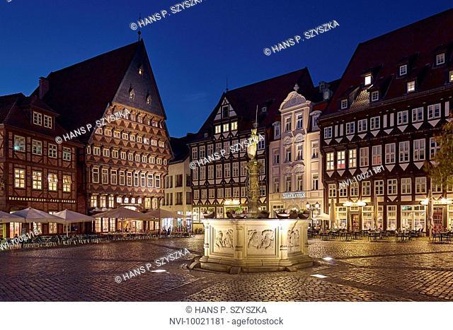 Market in Hildesheim, Knochenhauer building, Stadtschaenke, Wollenweber Guildhall, Lower Saxony, Germany