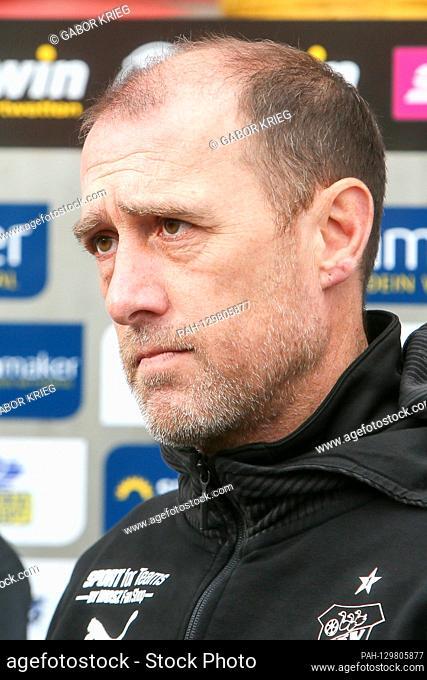 Zwickau, 16.02.2020, GGZ-Arena, soccer, men, 3rd league, 24th matchday, FSV Zwickau - MSV Duisburg, in the picture: coach Joe Enochs (Zwickau)