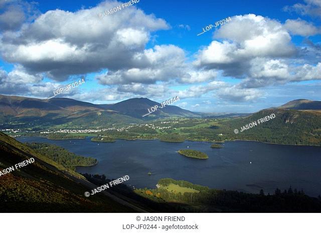 England, Cumbria, Derwentwater, View from Cats Bells near Derwentwater looking towards Skiddaw