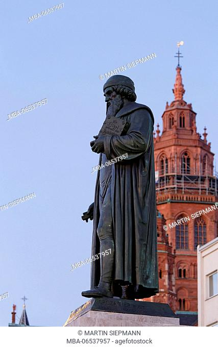 Gutenberg monument, bronze statue by Bertel Thorvaldsen, Mainz, Rhineland-Palatinate, Germany