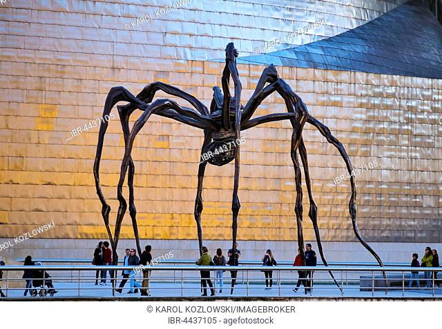 Maman, spider sculpture in front of Guggenheim Museum, by artist Louise Bourgeois, Bilbao, Biscay, Basque Country, Spain