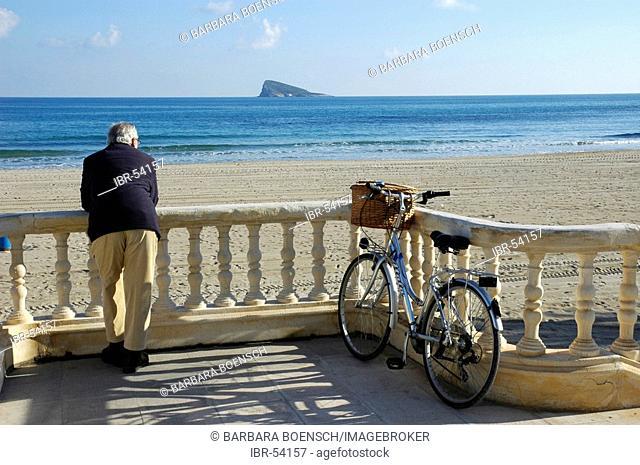 Bicycle rider cyclist takes a break, Playa de Poniente, Benidorm, Costa Blanca, Spain