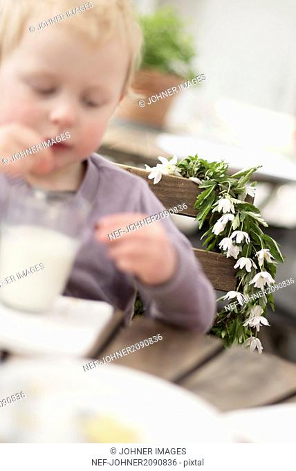 Anemone wreath, girl on foreground