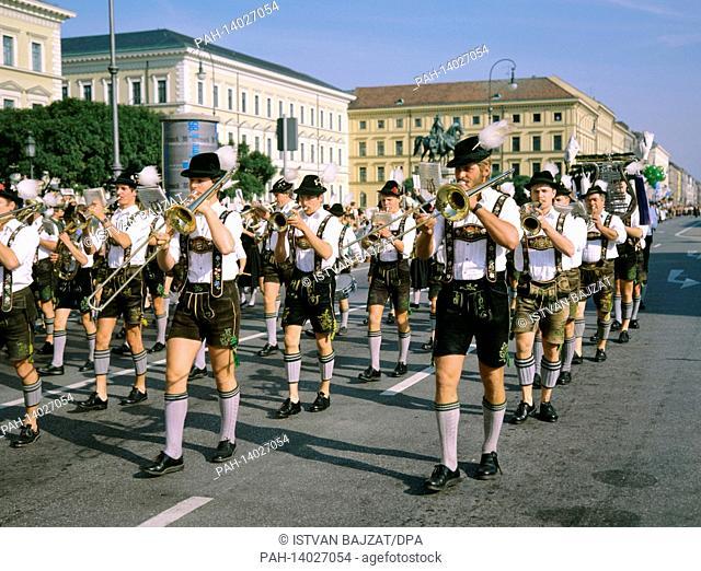 Oktoberfest in 1986 Marching band   usage worldwide. - München/Bayern/Germany