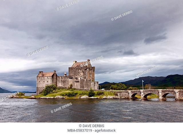 Eilean Donan Castle, morning, bridge, castle, castle, highlands, Scotland, Europe